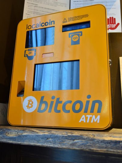 Distributeur ATM Bitcoin de la marque localcoin