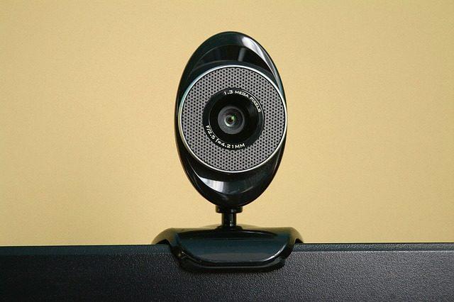 Une webcam sur un ordinateur.