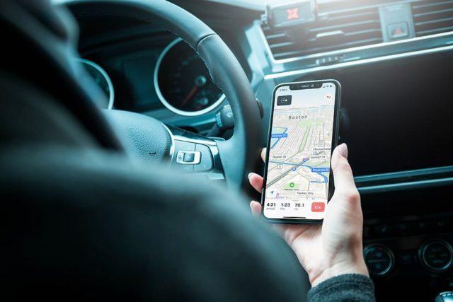 Un GPS en voiture.