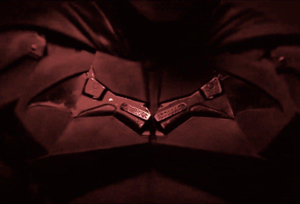 Batman: o uniforme do herói é totalmente revelado. | Foto: Reprodução.