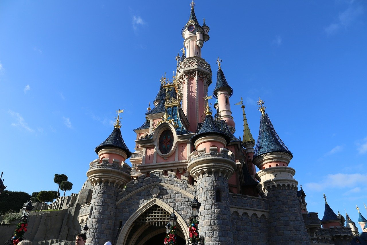 Disneyland Paris ne rouvrira pas en avril - Journal du geek