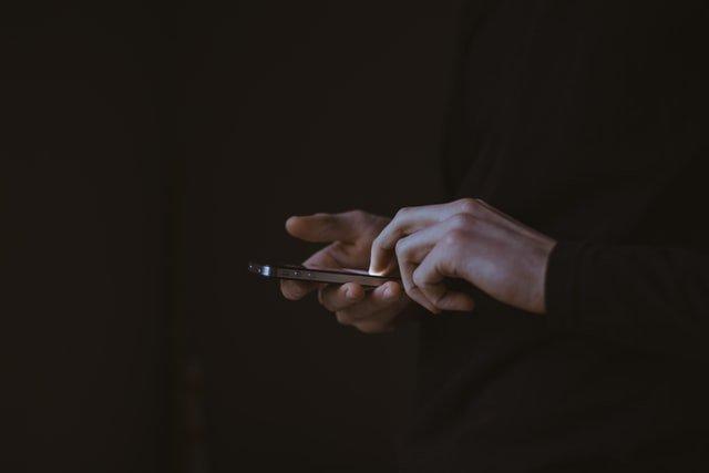 """StopCovid : le gouvernement prône le """"contact tracing"""" et la CNIL n'est pas contre"""