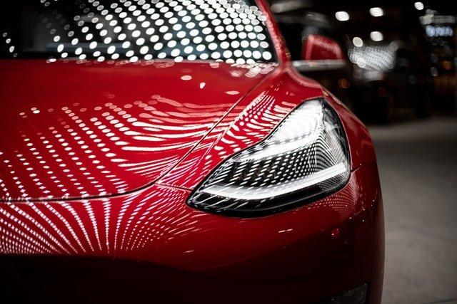 Une Tesla Model 3.