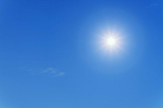 Le Soleil va-t-il nous sauver du virus SARS-CoV-2 ?