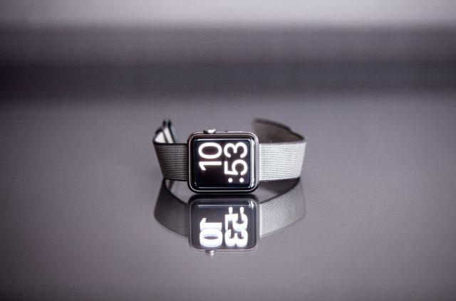 Covid-19 : l'Apple Watch détecterait l'infection plusieurs jours avant le test