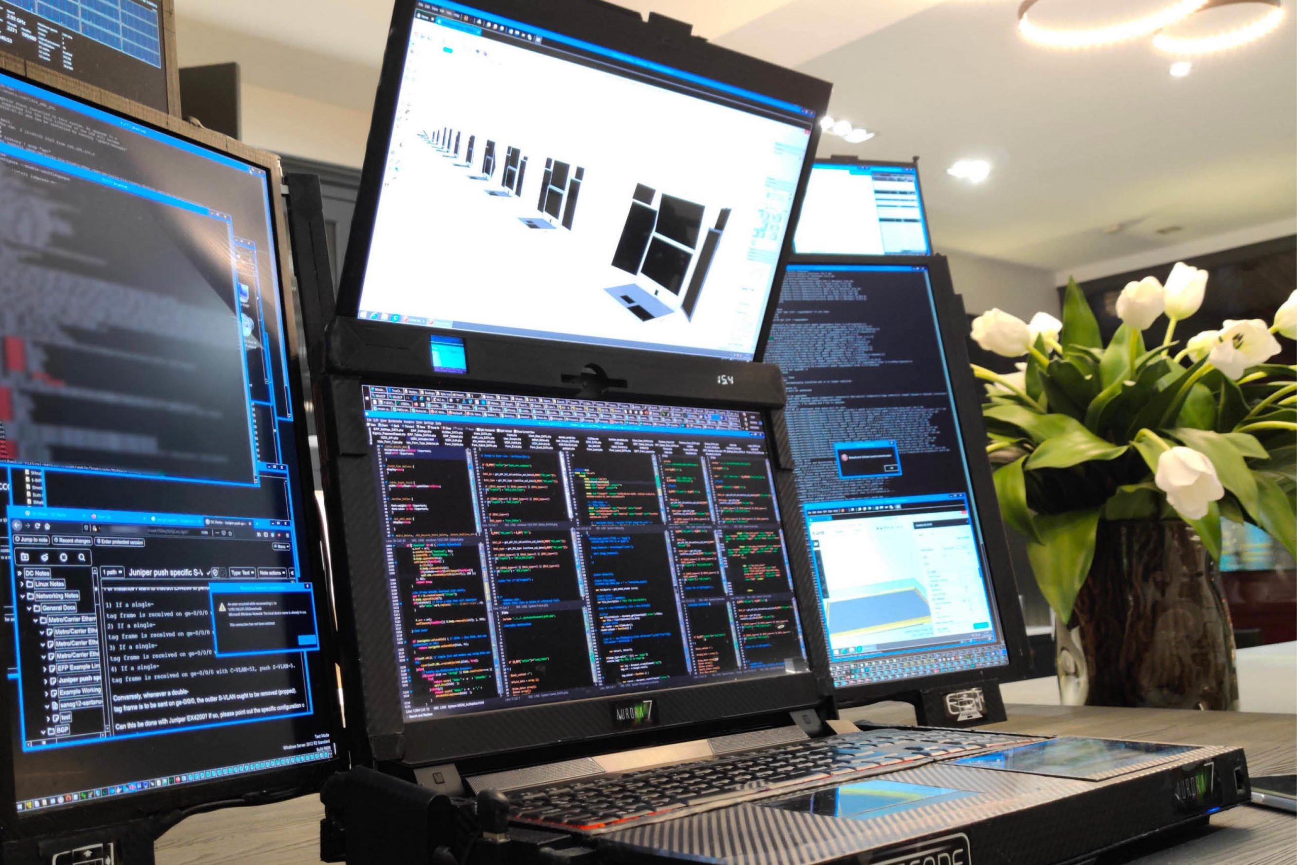 Cet ordinateur portable dispose de 7 écrans - Journal du geek
