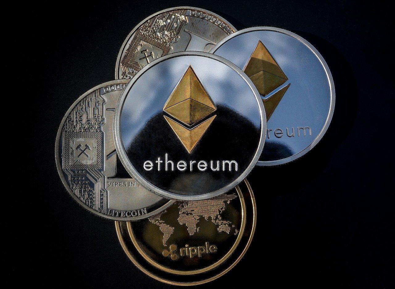 Dans le domaine des cryptomonnaies, il y a bien sûr le Bitcoin, un actif très populaire dont le moindre mouvement à la hausse comme à la baisse fait l'actualité. Mais l'Ethereum mérite qu'on s'y arrête, car la crypto connait un regain