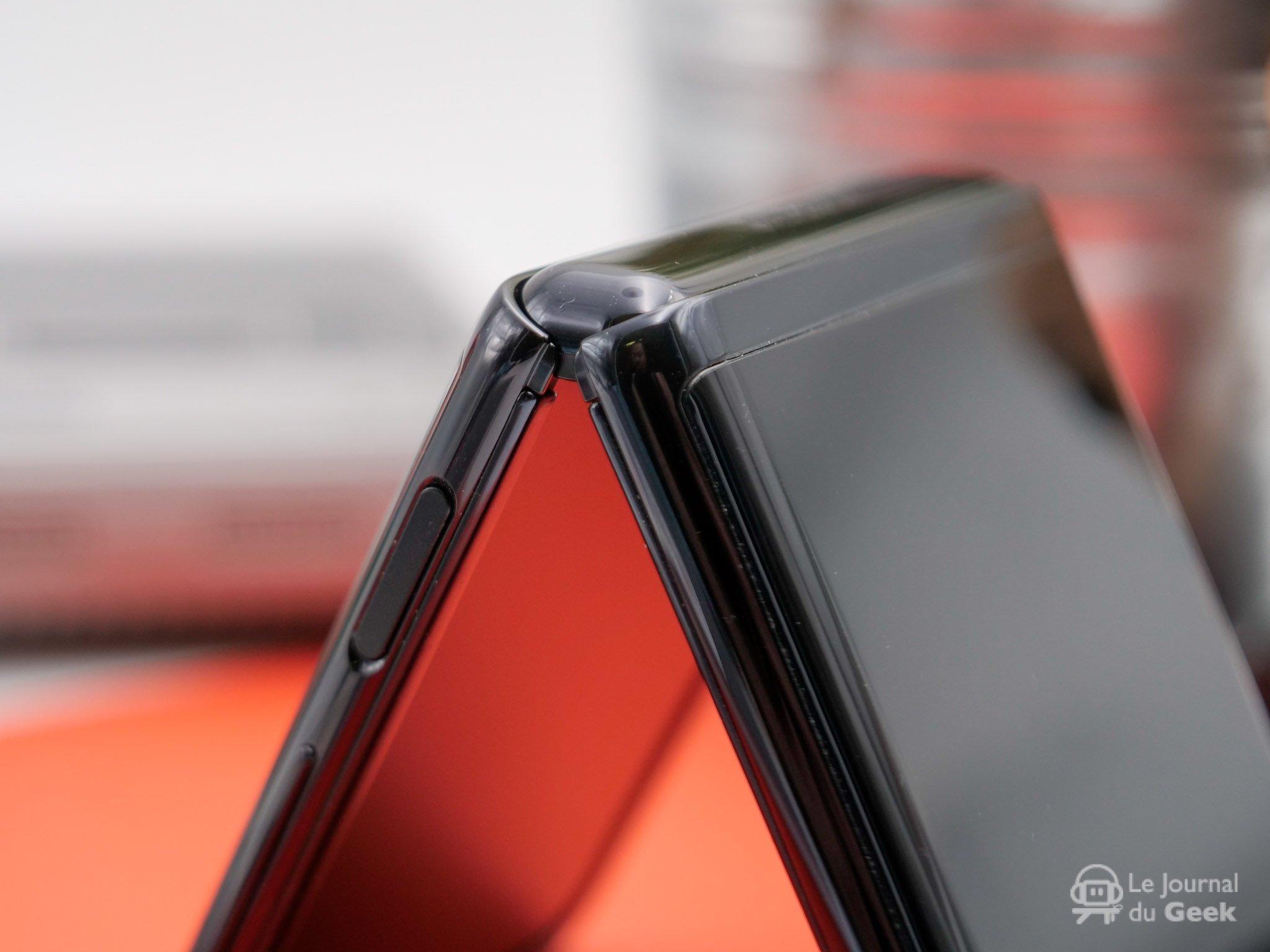 """Galaxy Z Flip 3 : le futur smartphone pliant """"à clapet"""" révèle ses atouts"""