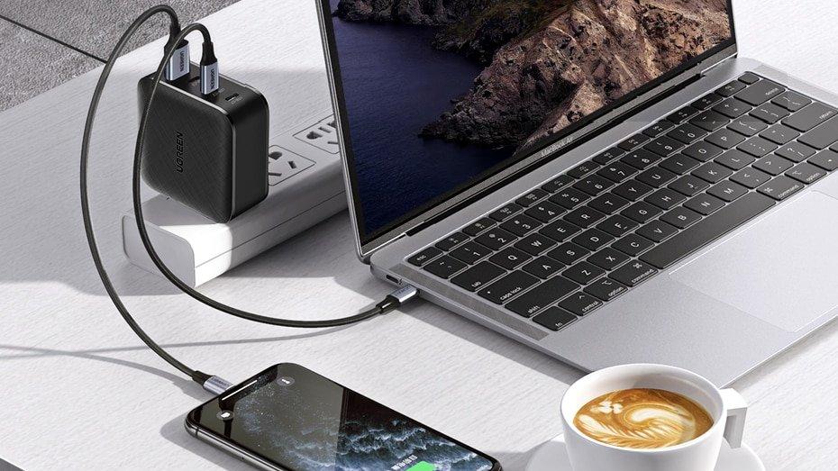 Un chargeur intelligent tout-en-un qui rechargera tous vos appareils.
