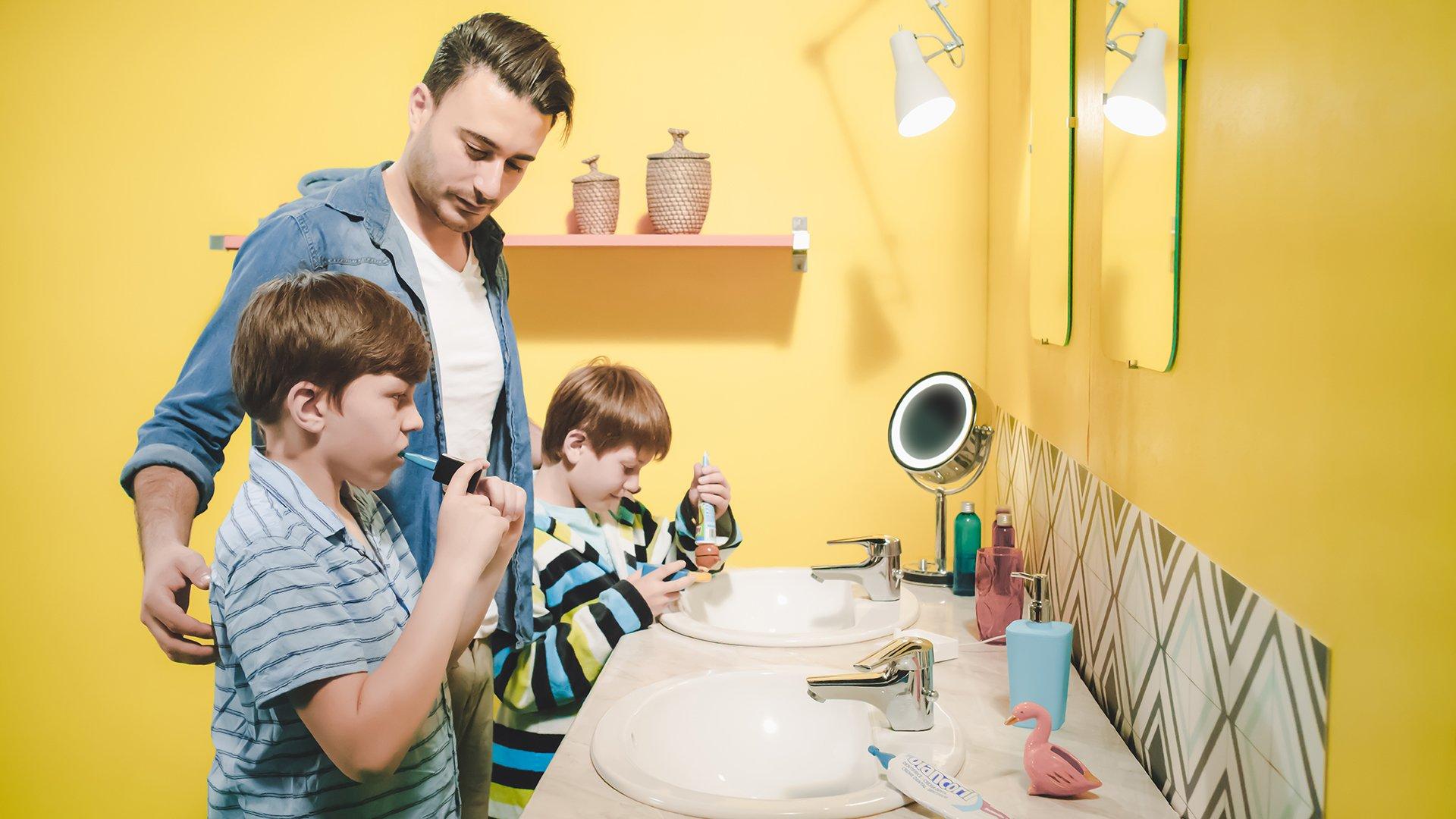 La brosse à dents Y-Brush peut s'adapter à toutes les dentitions des enfants comme celles des adultes.