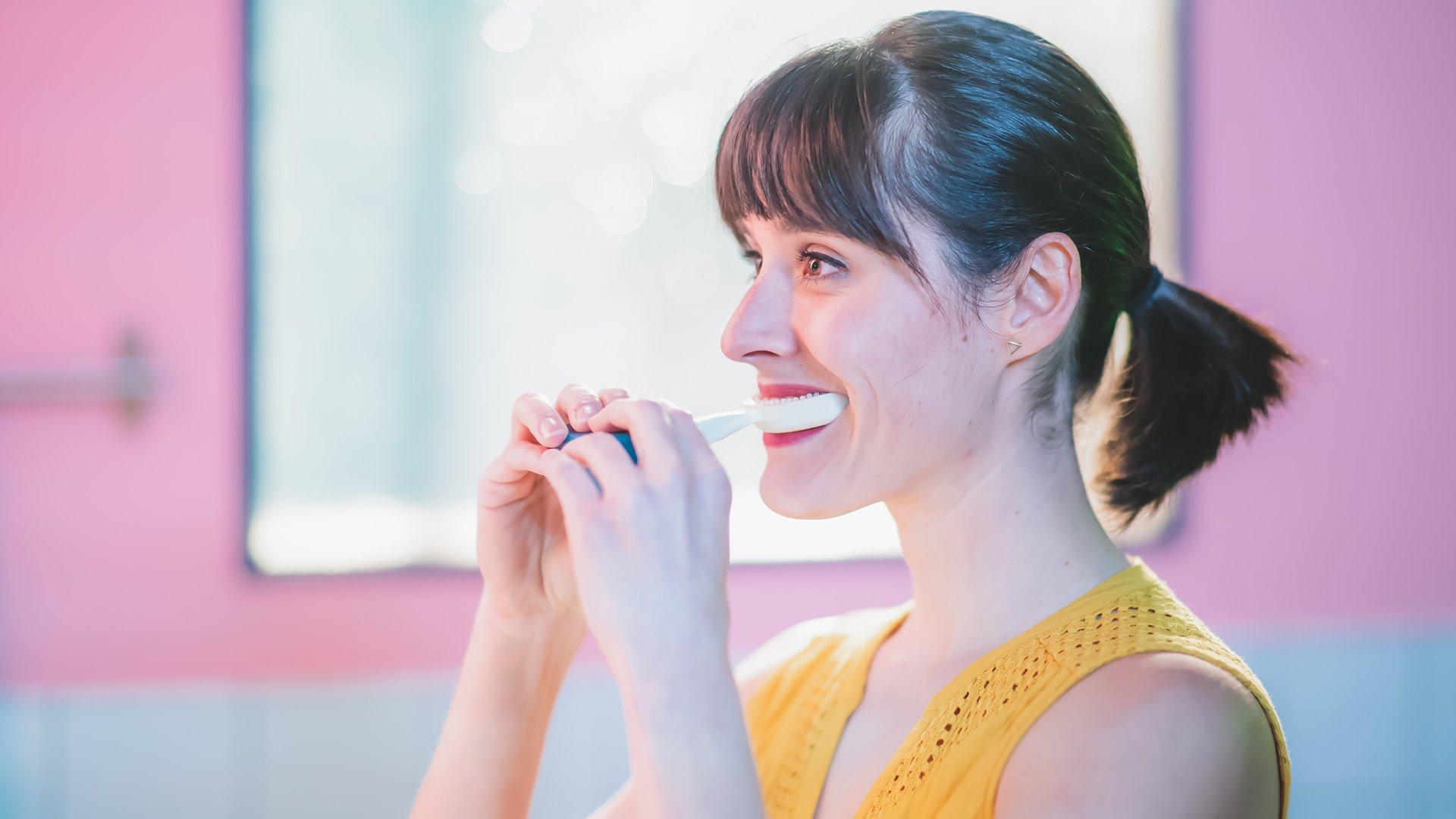 La Y-Brush permet de réaliser un nettoyage efficace de ses dents et de ses gencives en un temps record.
