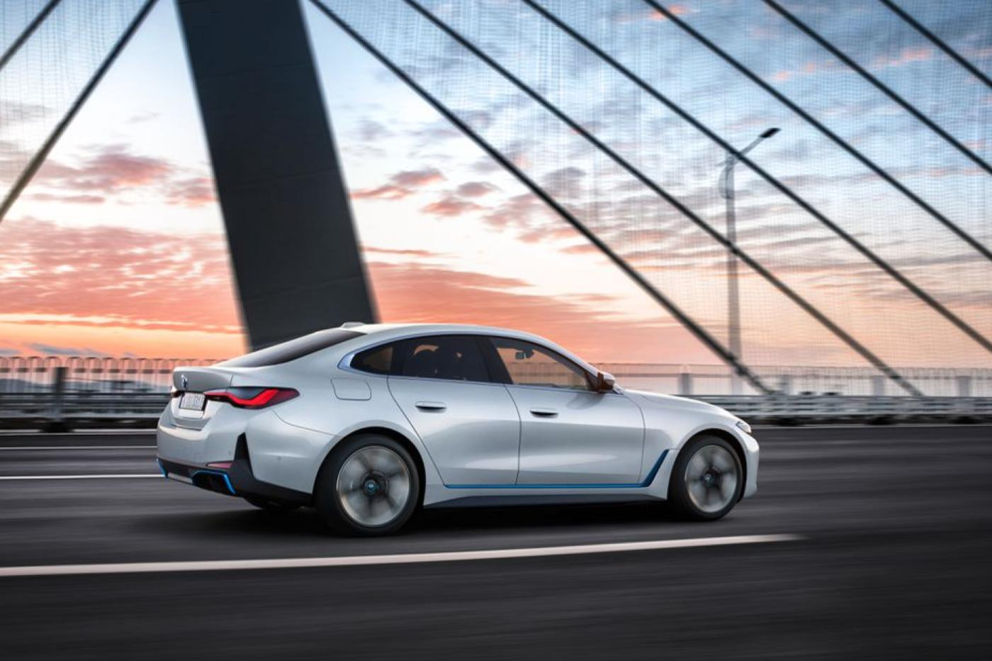 La berline BMW i4 100% électrique